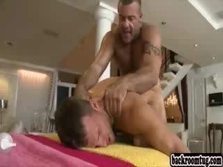 massazhist-ebet-svoego-klienta-video