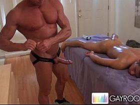 Скрытая камера в мужском туалете мужика трахают гей видео онлайн бесплатно
